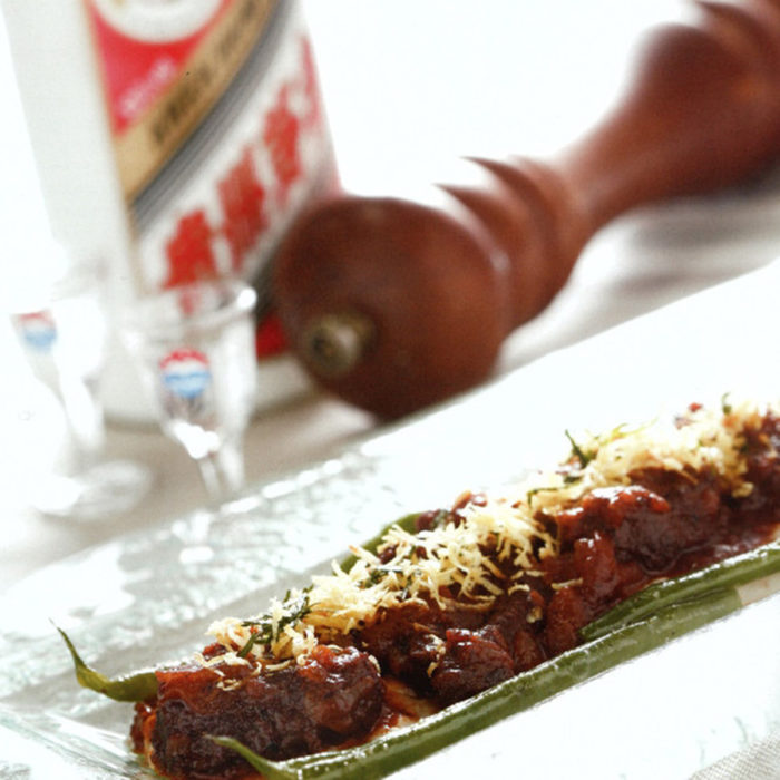 Ragoût de jarret de bœuf au Moutai avec purée de taro